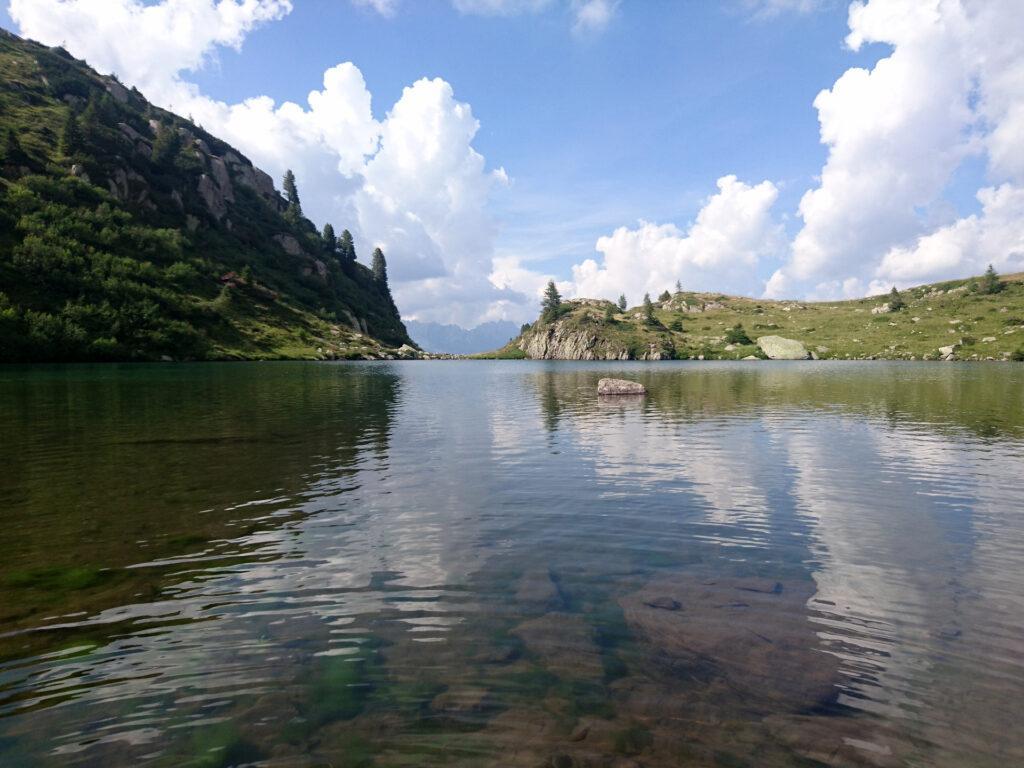 il lago delle Trote è un gioiellino e avremo la fortuna di goderci tutto il tardo pomeriggio al suo fianco