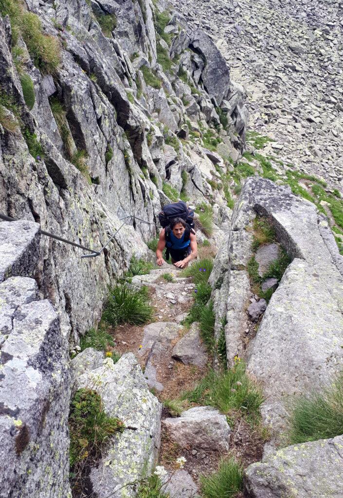 il passo prima del Lago dei Pieroni: la corda fissa è un plus, più brutto a vedersi che a farsi