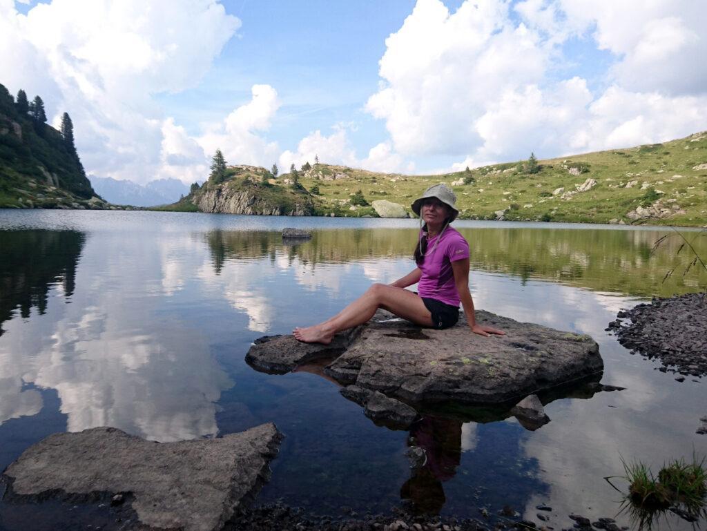 Indiana Erica riposa facendo la ninfa del lago