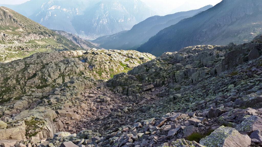 Sfasciumi intervallati da bellissimi laghetti alpini