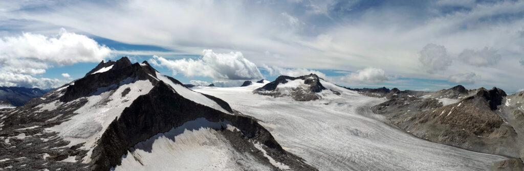 dalla cima Lobbia Alta tentiamo di immaginare la salita sul ghiacciaio che affronteremo il giorno successivo