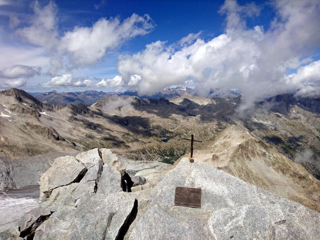 verso la Val Genova e oltre, dalla Cima Lobbia Alta