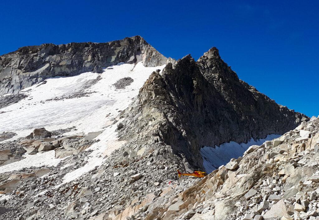 elicottero del Soccorso Alpino in missione di routine, al Passo della Lobbia