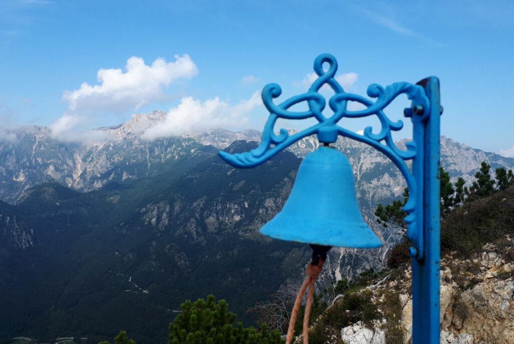 la campanellina azzurra sulla cima della Torre Bovental
