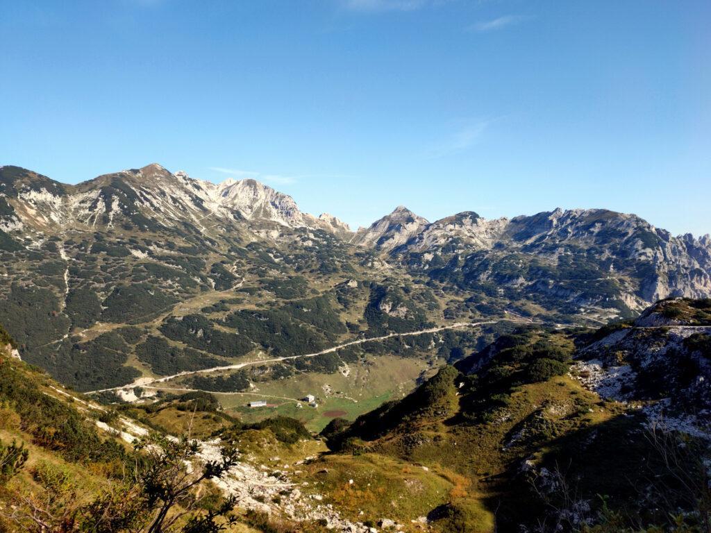 La cima Carega si trova esattamente dalla parte opposta di questa amena vallata che dovremo superare