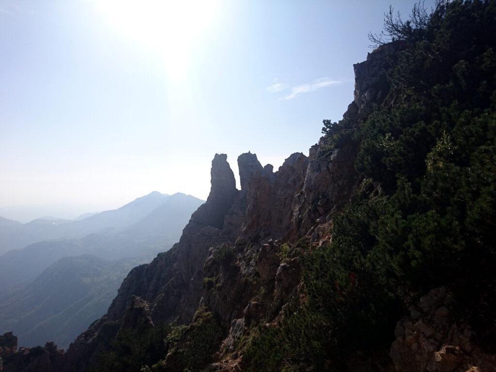 Sbirciando dalla cresta vediamo questi due caratteristici pilastri che si chiamano l'Omo e la Dona