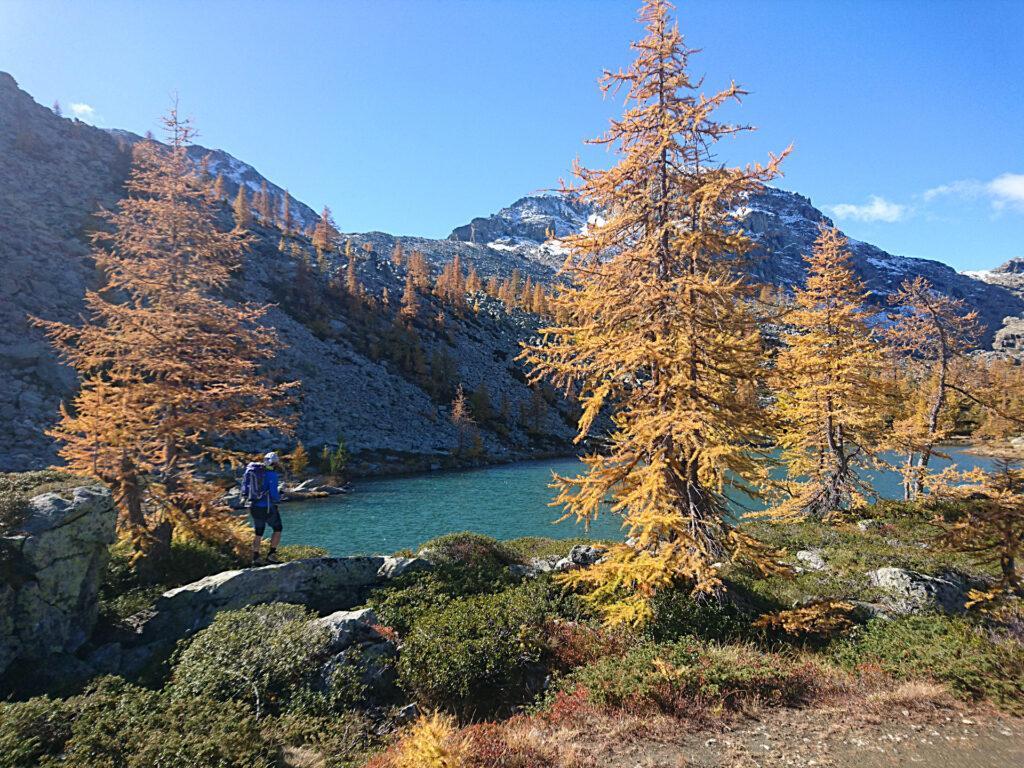 decidiamo per il giro attorno al Lago Bianco, è troppo bello per rinunciarci