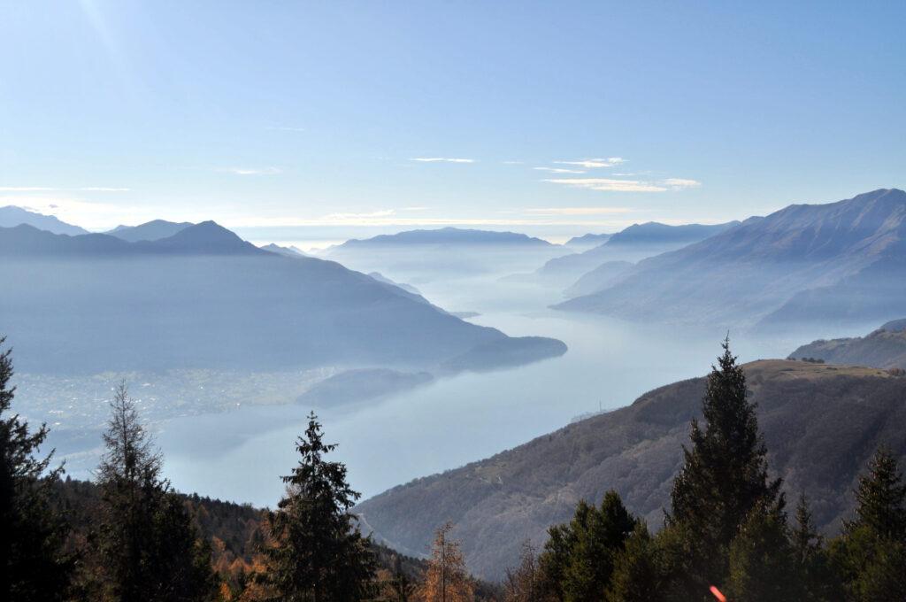 il Lago di Como e le sue nebbie