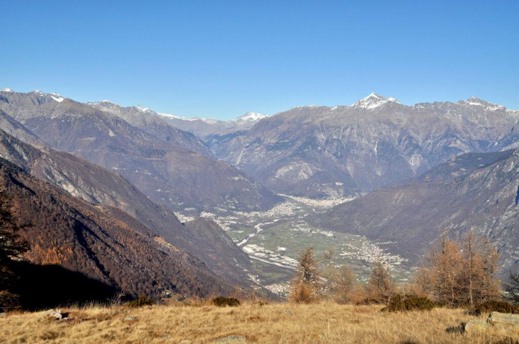 la vista si apre sulla Val Chiavenna