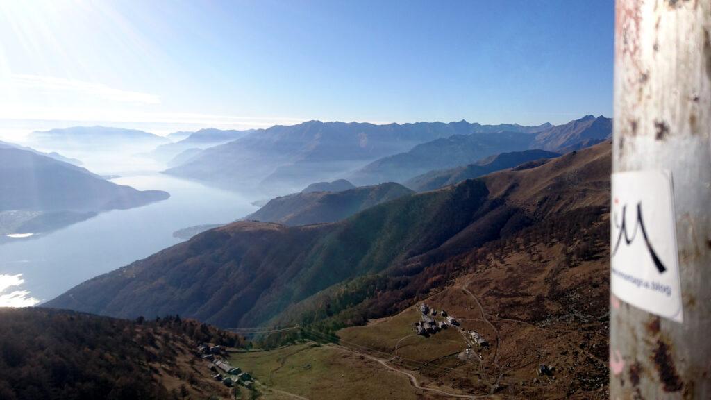 inmontagna guarda verso il Lago di Como