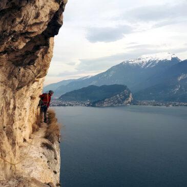Sentiero dei Contrabbandieri: percorso alpinistico a picco sul Garda