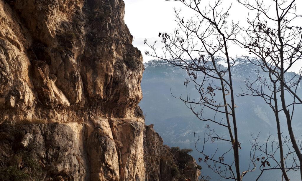 Riguardando il lato attraversato precedentemente nella valletta incassata