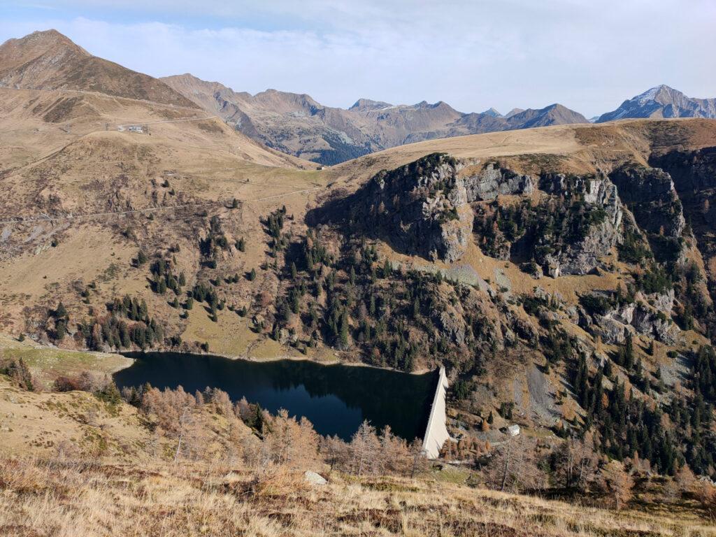 il lago Mora dalle pendici del Mincucco