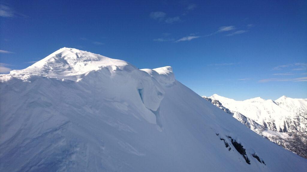 Le cornici del Monte Salmurano sul versante nord