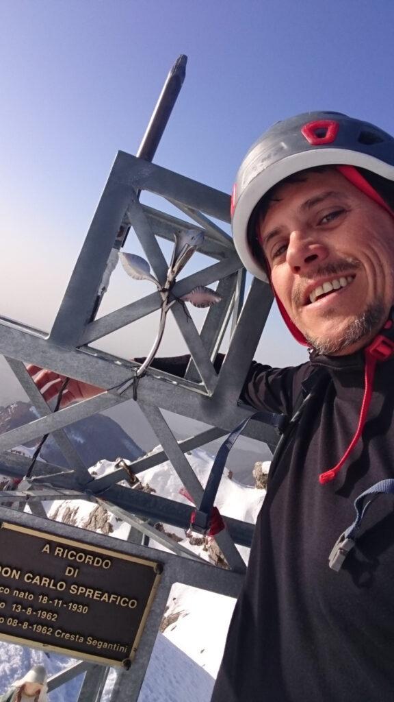 Immancabile selfie di vetta con la croce