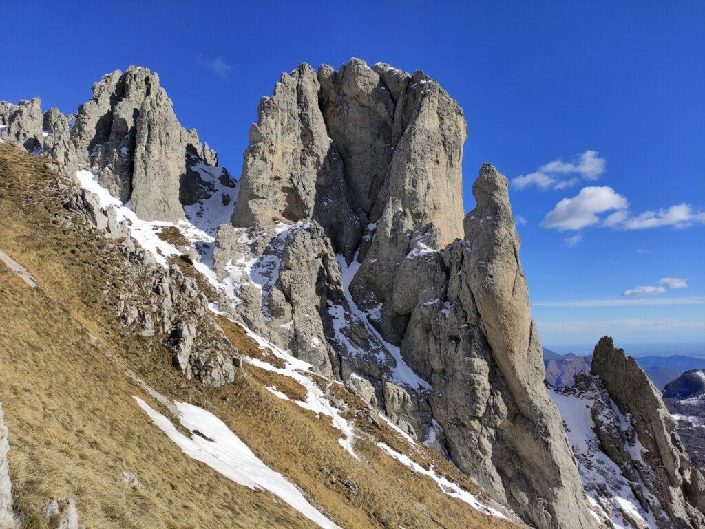 Torre Cecilia e Torrione del Cinquantenario: ci sono parecchie vie di arrampicata, per noi ancora tutte da provare