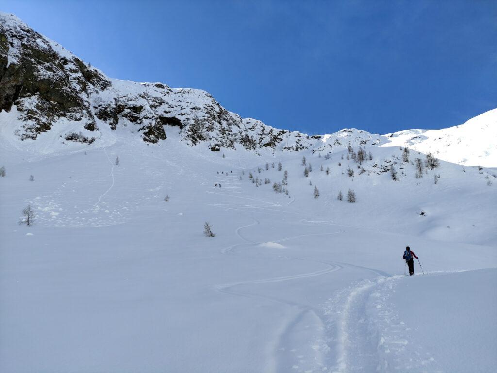 mano a mano che si sale la Val Vedrano diventa sempre più panoramica