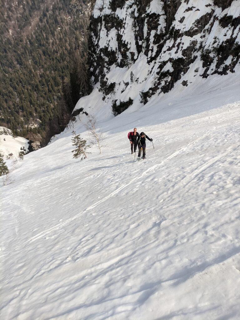 cominciamo a risalire lo scivolo che ci porterà sopra il bosco di Brenta Alta