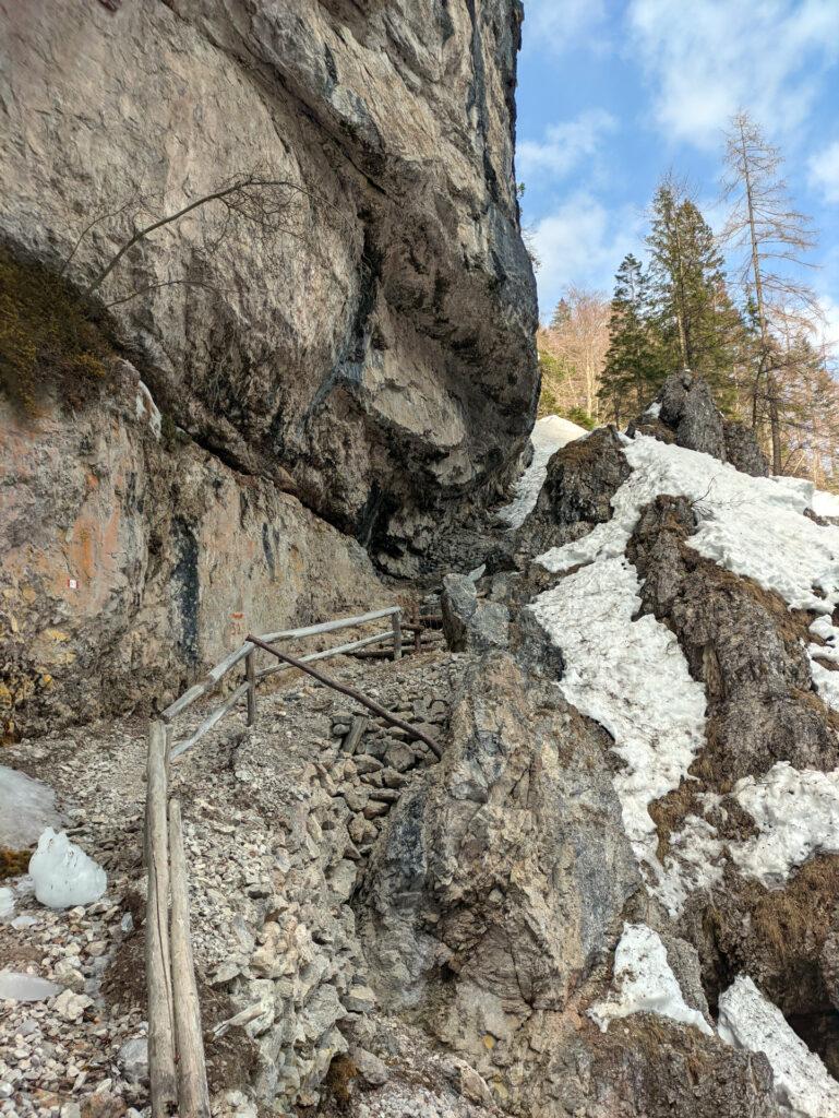 questo è un passaggio caratteristico, che supera le rocce per poi consentire alla traccia di aggirarle e superarle (in estiva come in invernale)