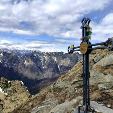 Pizzo Marona e ritorno ad anello dal Pizzo Pernice: trekking vista Val Grande