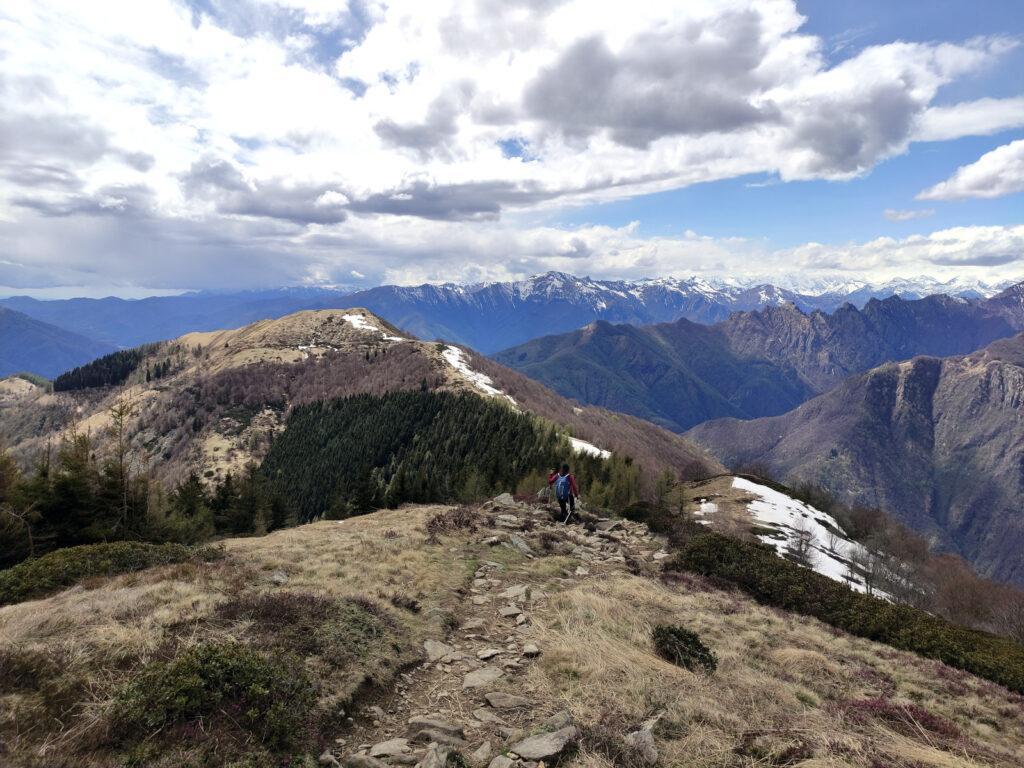 Scendiamo verso l'alpe Curgei da cui attaccheremo la cresta del Pizzo Pernice