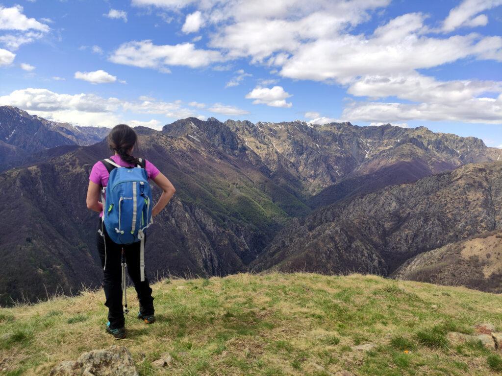 Erica e la splendida vista sulla val Pogallo dalla cima del Pizzo Pernice
