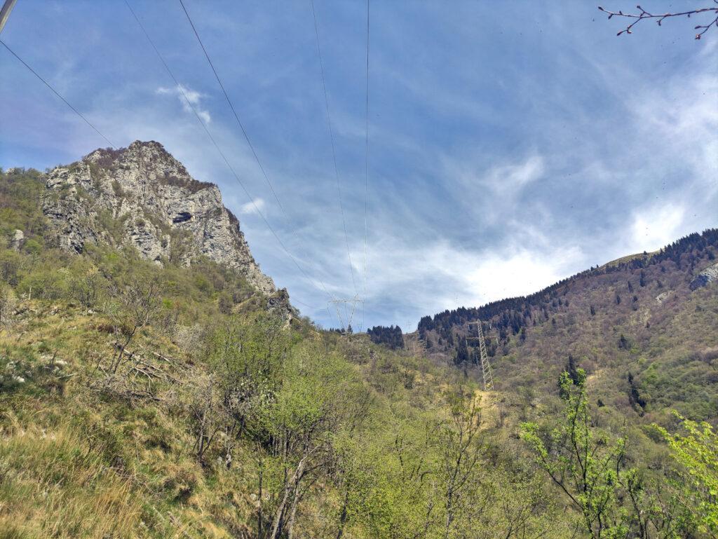 Si intravede il Passo Ortighera ma da qua il sentiero diventa più rognoso e difficile da seguire