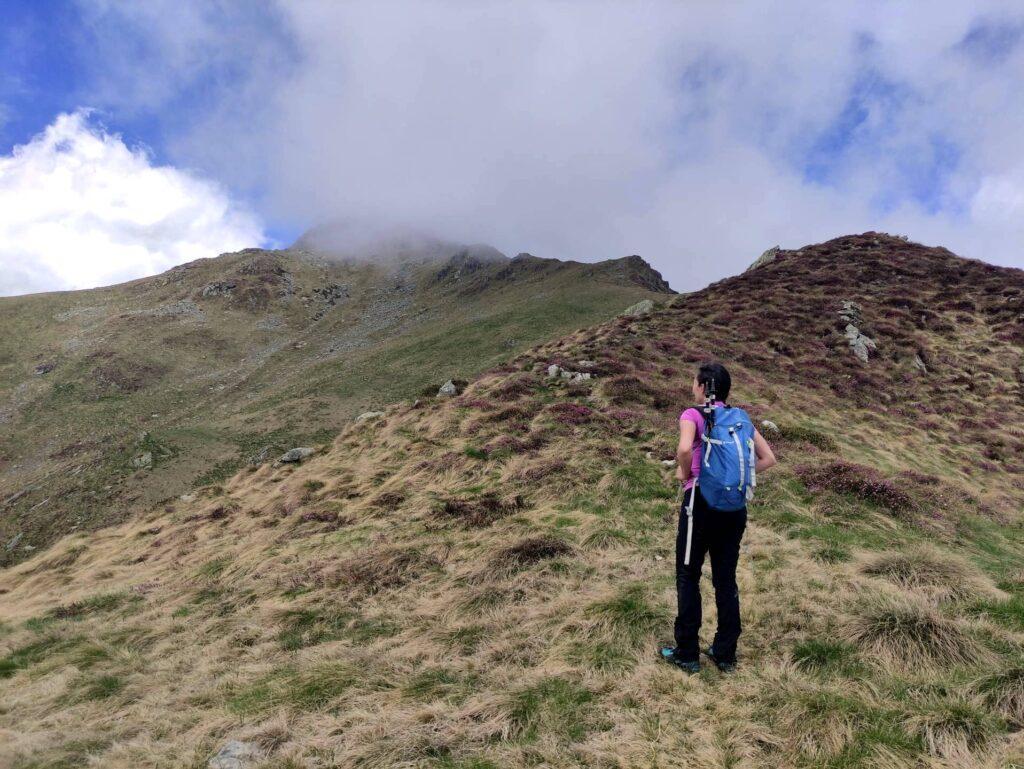 La cima del Barone è quasi sempre fra le nubi lasciandosi vedere solo ogni tanto