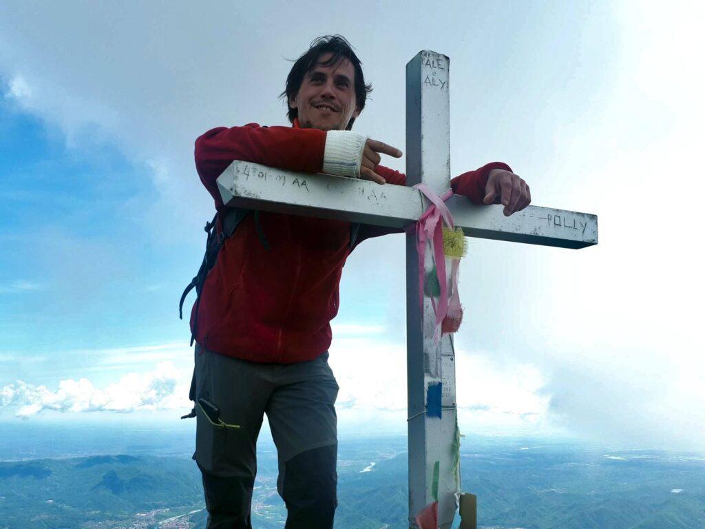 Gab e la croce di vetta del Monte Barone