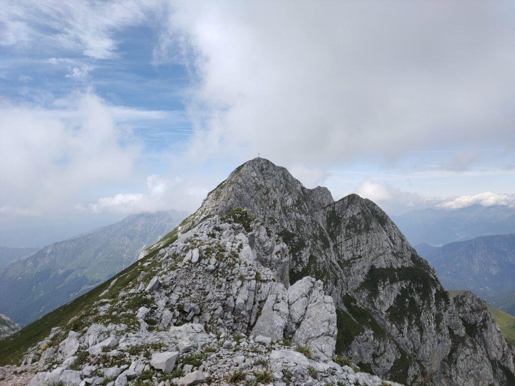 la cresta per arrivare alla cima occidentale di Corna Piana