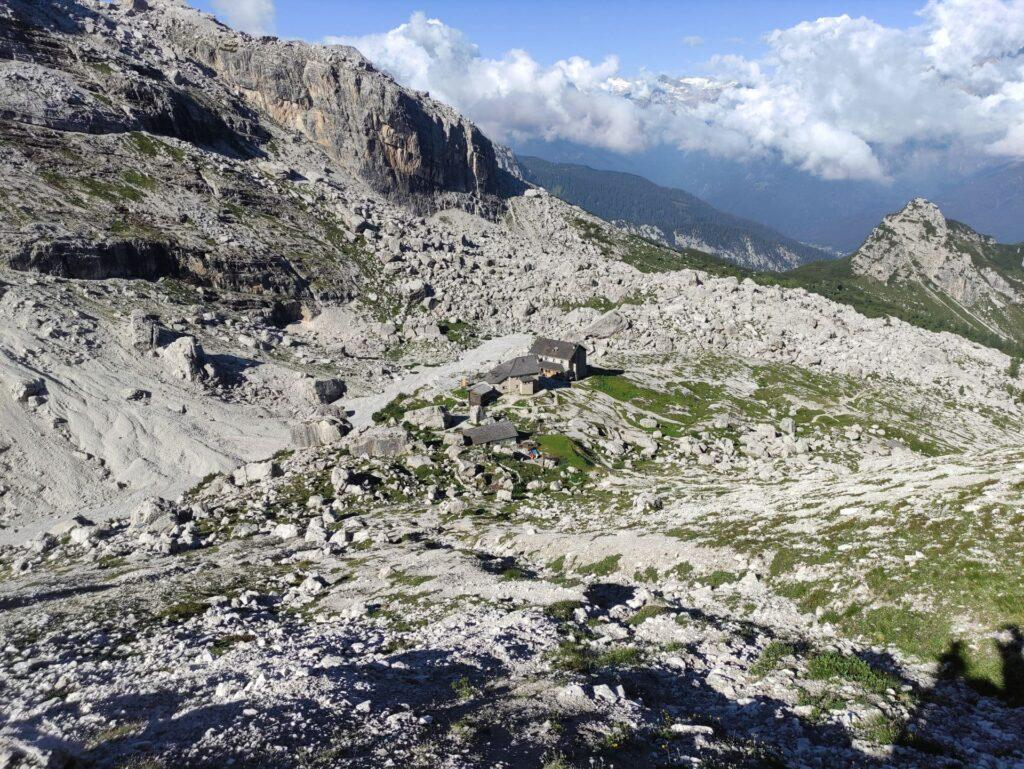 questa è la vista del Tuckett dalla base della parete del Castelletto, all'attacco della Via: niente male!