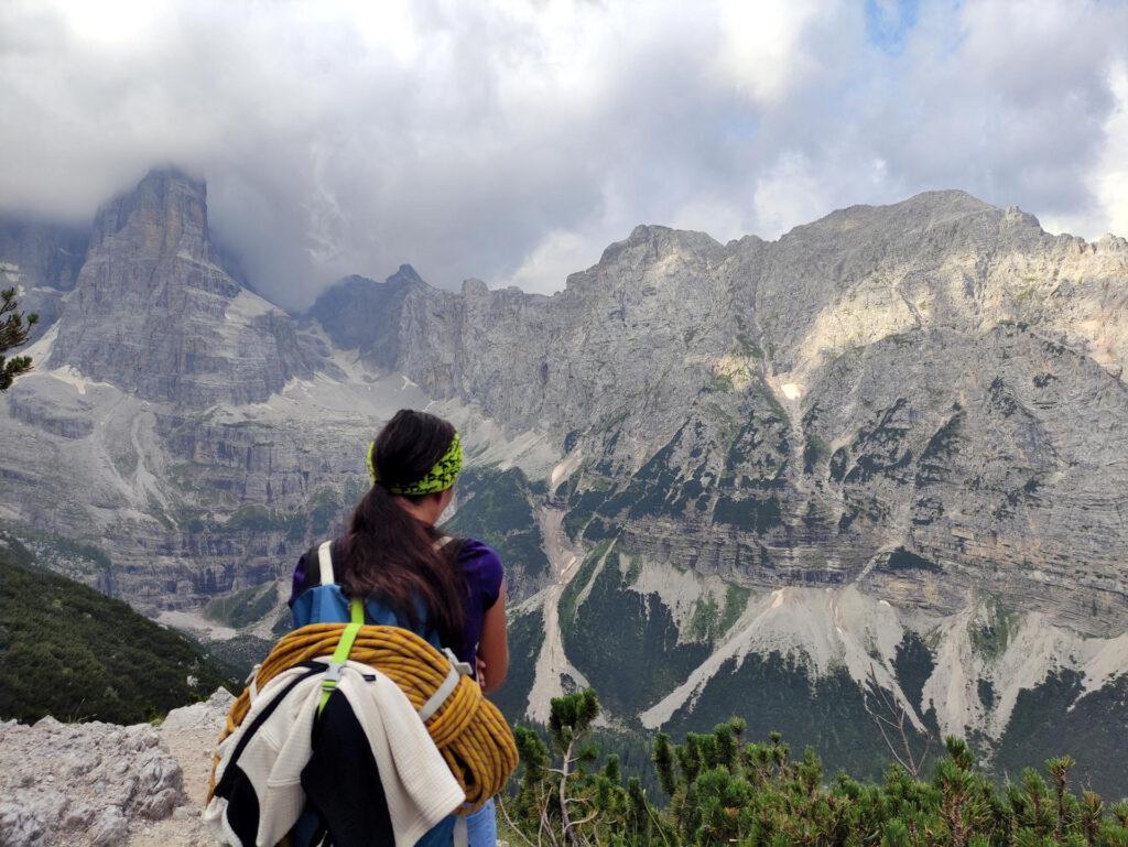 Bel punto panoramico sulla val Brenta con il Crozzon di Brenta coperto dalle nubi