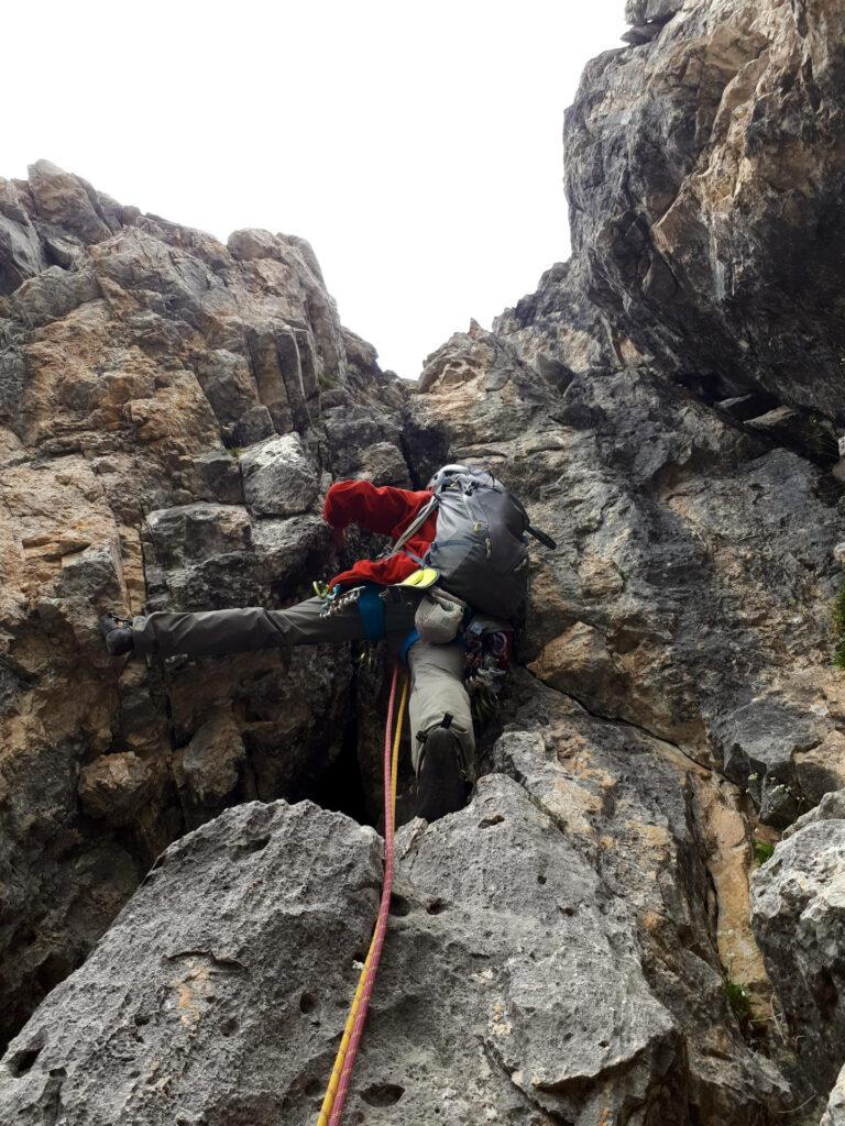 La bella rimonta leggermente strapiombante del nostro quarto tiro, su roccia stupenda!