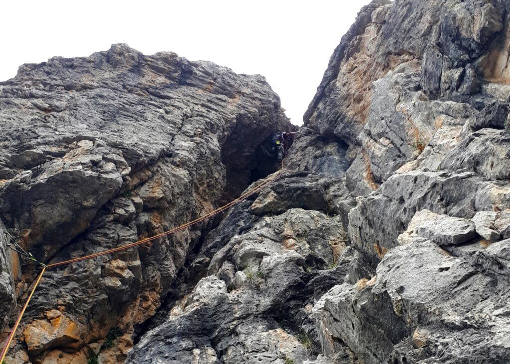 Gab nell'unico punto del camino in cui si può sfruttare la parete di sinistra