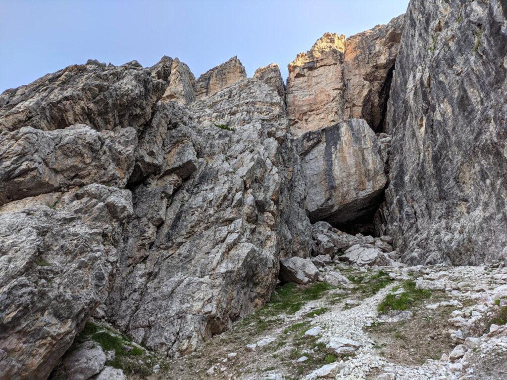 Questo è il punto di attacco: facilmente identificabile tramite l'enorme roccia incastrata sul fondo del canale