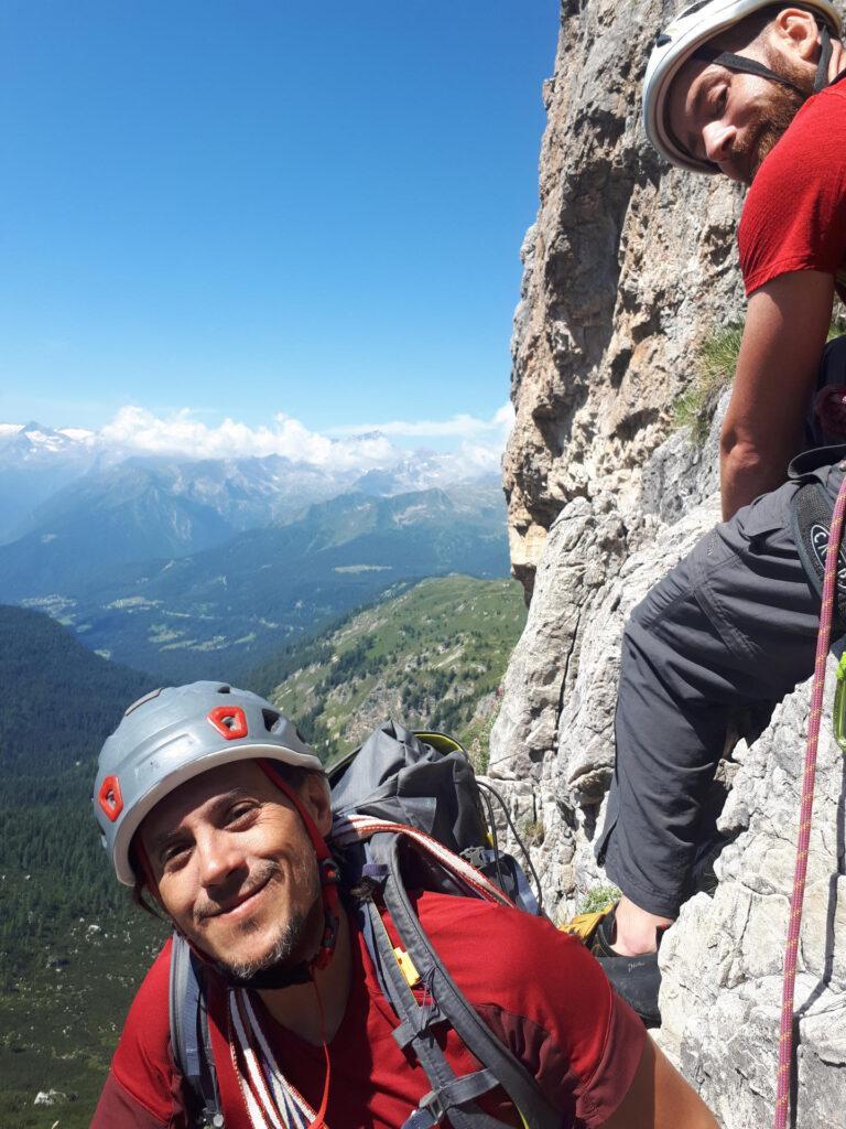 Gab e Marco in sosta in attesa del loro turno di scalata