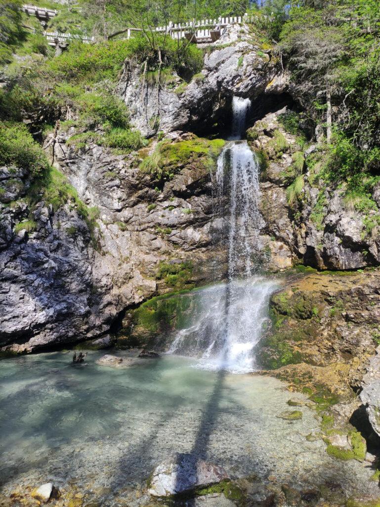 Al ritorno decidiamo di passare per le cascate alte di Vallesinella che sono sempre belle