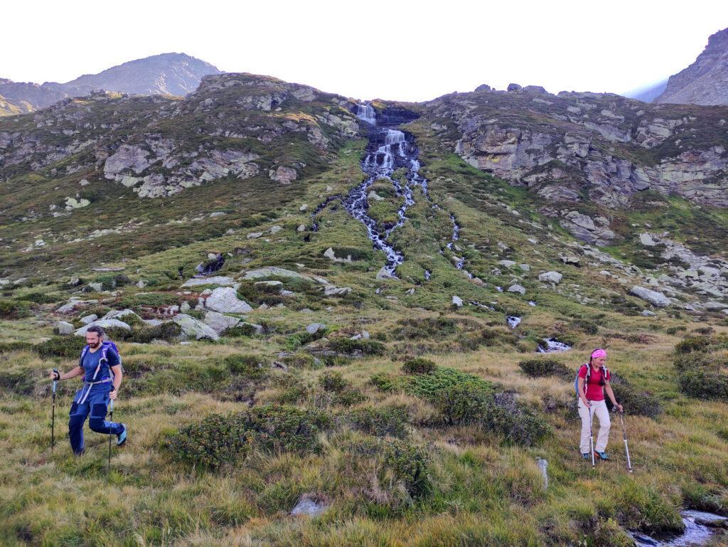 gli alpeggi della val di Sterla, attraversati in più punti da torrentelli e cascate