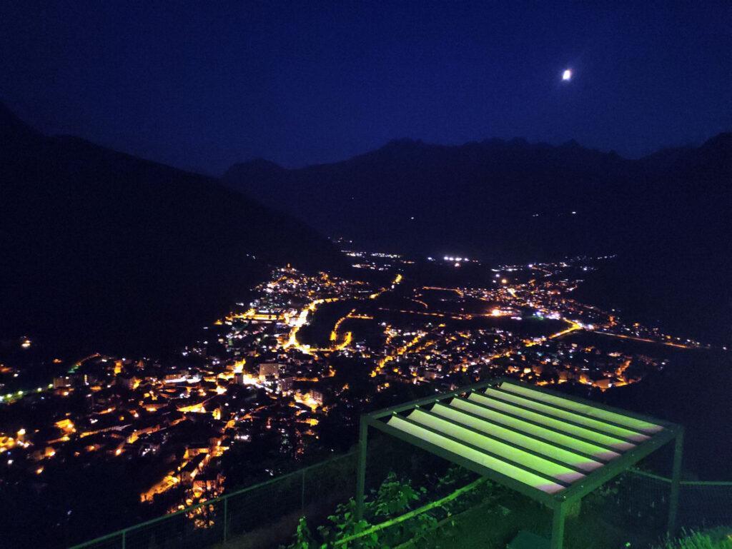 Ed ecco la vista verso Chiavenna by night, dalla terrazza del ristorante. Tanta roba!