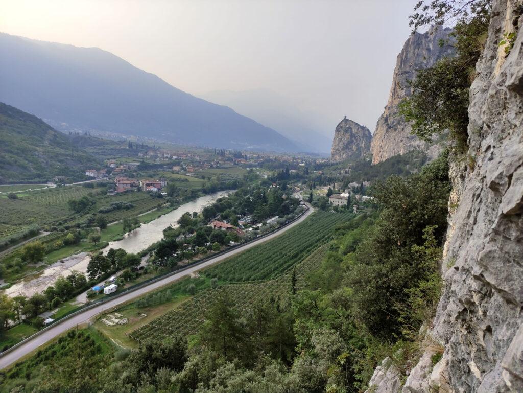 Vista della rocca di Arco dalla prima sosta